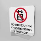 15x15cm / no utilizar en caso de sismo o incendio / Señal / letrero / protección civil / fondo blanco